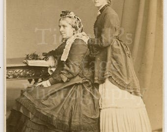 CDV Carte de Visite Photo 2 Victorian Women Identified, Names and Date, 1872 Portrait - London Stereoscopic & Photographic Co. - Antique