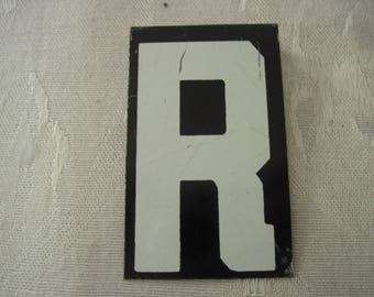 Vintage Sign Board Letter R 2 1/2 Inches By 1 1/2 Inches