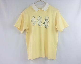 80s Vintage Yellow Daisy Shirt // T-Shirt w/ White Collar // Floral Print // Daisies // Pale Pastel // 90s // Crotchet Collar // Colorful