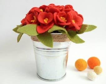 Little vase with red felt flowers - felt flowers - red flowers - red felt flowers - home decor - desk decor - bucket with felt flowers