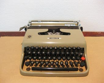 Olivetti Lettera 22 Working Portable Typewriter 1951