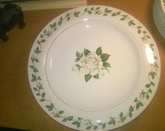 """Superior Hall Quality Dinnerware Cameo Rose 10"""" Dinner Plate Green Leaf with Gold Trim"""