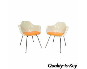 Beautiful Vintage Pair Mid Century Modern Krueger Fiberglass Shell Dining Arm Chairs