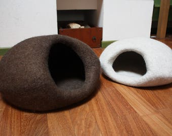 """Cat Cave """"Nest"""", Cat Bed Felted, Cat House, Pet Furniture. Hand-Felted, 100% Wool - MADE IN ITALY - Ready to Ship"""