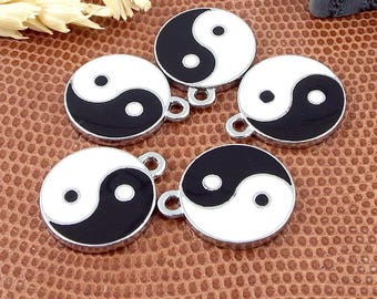 5 pendants yin and yang black and white metal enamelled silver 18mm