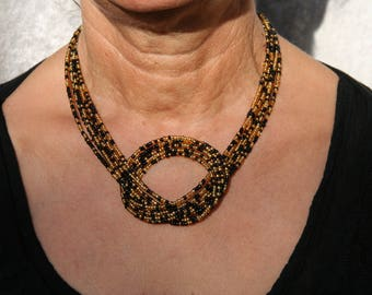 Black-gold necklace with bow