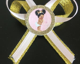 Baby Shower guest pins girl
