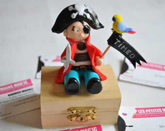 box old pirate totally customizable for the child
