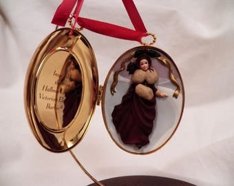 Vintage 1997 Hallmark Victorian Elegance Barbie Locket ornament - QHB6004
