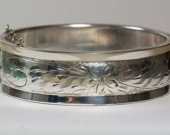 Vintage Sterling Engraved Floral Bangle by Smith & Bond of Canada, 1950s
