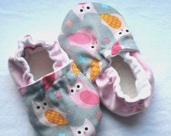 Sale Cute owl baby booties Cute shoes for baby Owl clothing soft sole shoes Woodland creatures Grey crib shoes baby shower gift Pink owl ...