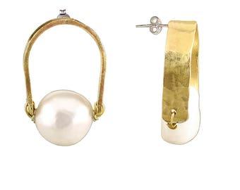 White pearl studs, hammered jewelry, big pearl stud, minimal studs, bridal earring, bridesmaid gift, thick stud, mom present, pearl posts