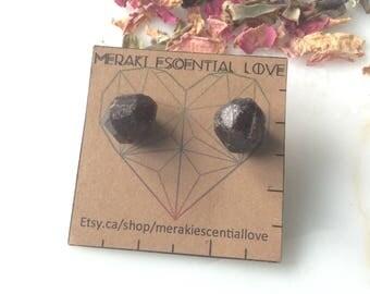 Garnet Earrings. Valentines Day Raw Garnet Earring Studs. Boho jewelry. January birthstone. Capricorn birthstone.