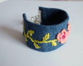 Bracelet embroidered