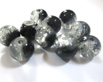 10 beads black and white Crackle Glass 8mm
