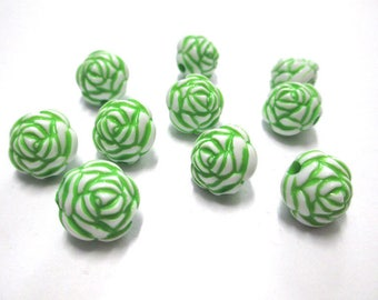 10 green flower beads 13mm acrylic