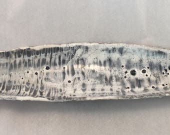 Flat longitudinal white and black raku