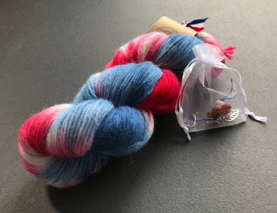Hand dyed wool yarn 'Dutch flag' in Red, white and blue