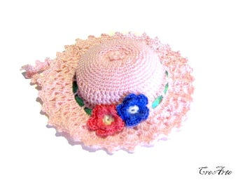 Pink crochet hat pincushion, cappellino puntaspilli rosa all'uncinetto