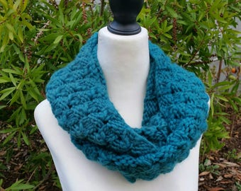 SALE - Double-wrap infinity scarf, emerald green, lacy basket stitch, snood, cowl, hand knitted neck warmer.