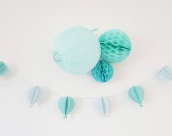 Guirlande de 6 montgolfières pour décorer une chambre de bébé ou pour une baby shower - Tons de bleu et vert jade