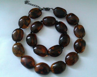 amber brown plastic bead necklace & bracelet
