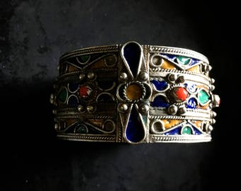 Vintage enamel Berber hinged cuff bracelet with faux coral stones