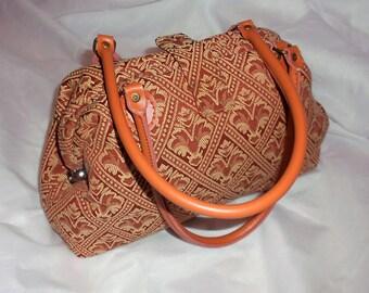Large Carpet Bag. Terracotta and Beige Fleur-de-lys bag. Mary Poppins. Gladstone. Brand New Shoulder Bag.