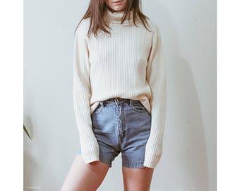 Vintage off white bohemian long sleeve soft turtleneck knit