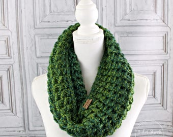 Green Knit cowl, Ladies scarf, Infinity scarf, Chunky knit cowl, Womens neck warmer, Winter scarf, Chunky scarf, Knit scarf, Neckwear