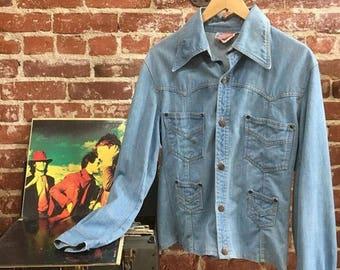 Sold in store. Do not buy. Vintage Seventies 1970s Denim Shirt Cut Jacket. Men's Small