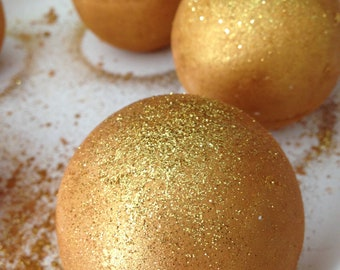 Golden Chardonnay Bath Bomb/Gold Glitter Bath Bomb/Lush/Bath Fizzies/Wine Scented/Handmade/Golden/White Wine Bath