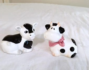vintage black and white cow and bull salt and pepper shakers ~ for use or home decor ~ country home, farm house, rustic, barn yard decor
