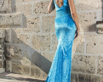 The dress evening long, turquoise velvet and lace.