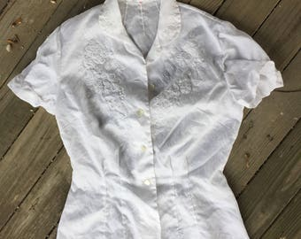 Small (32) embroidered blouse