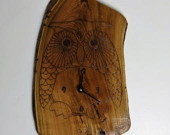 Live Edge Clock - Honey Locust (KH-owl)