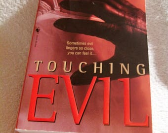 TOUCHING EVIL by Kay Hooper  @2001