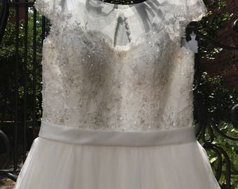 18/ Wedding Ballgown Tulle Wedding Gown / Beads Bodice / Princess Wedding Gown / Beaded and Crystal Appliqués / Size 18/ Belt / Chapel