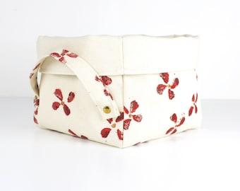 "Empty pockets ""red flowers"" in Ecru cotton"