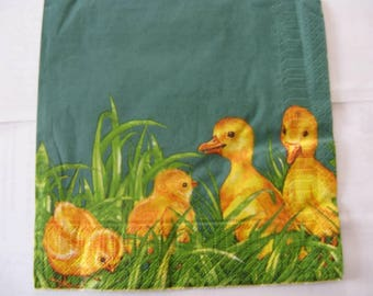 set of 2 chicks in grass paper napkins