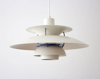 Iconic vintage PH 5 lamp designed by Poul Henningsen (1958) for Louis Poulsen - very good vintage condition