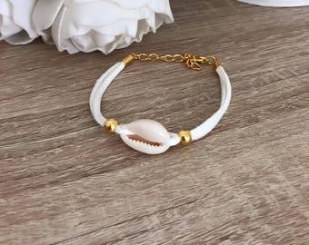 Bracelet cowrie shells gold white suede 16cm