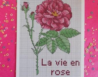 Carte postale vie en rose avec modèle à broder