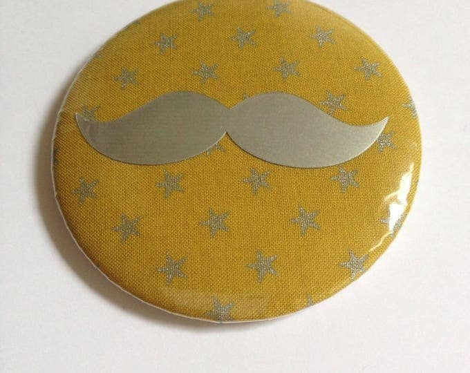 Fabric Magnet mustache badge size 58: olive and iridescent silver stars.