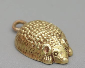 Vintage gold hedgehog charm/hedgehog jewelry/hedgehog pendant/animal charm/gold charm/vintage charm/cute charm/hedgehog gift/charm bracelet