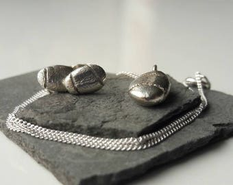Pebble inspired silver pendant and studs