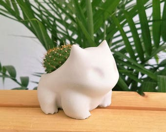 Concrete Bulbasaur Planter . Pokemon plant pot. If you wish to buy the gift box set please follow the link in the description.