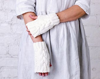 White wool cable wedding mittens Autumn winter wedding arm warmers Bride white mittens Merino wool wedding arm warmers Bridal shower gift