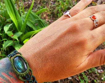 Flashy Labradrorite Macrame Bracelet