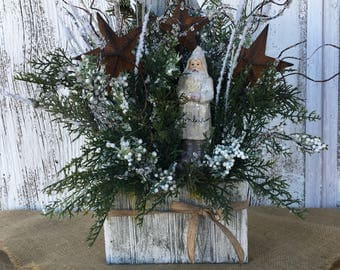 Old World Santa in White Pallet Box, Winter White Christmas Centerpiece, Christmas Arrangement with Santa and Stars, Primitive Christmas